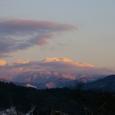 夕焼けに染まる山